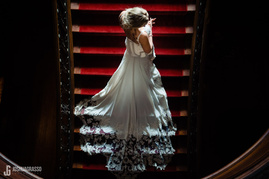 callanwolde bridal portrait on stairs